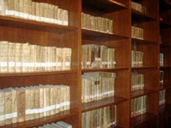 Consulcom comienza la digitalización de los documentos de la Real Sociedad Colombina Onubense en la Biblioteca del Monasterio de La Rábida