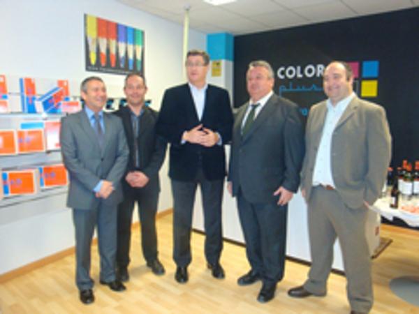 El Alcalde de Teruel asiste a la inauguración de la franquicia Color Plus Teruel