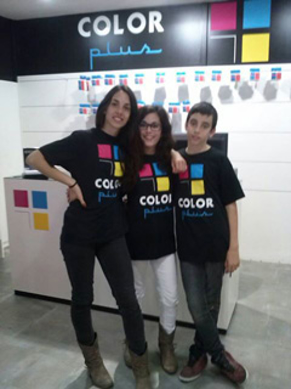 La franquicia Color Plus ofrece puestos de trabajo a familias emprendedoras