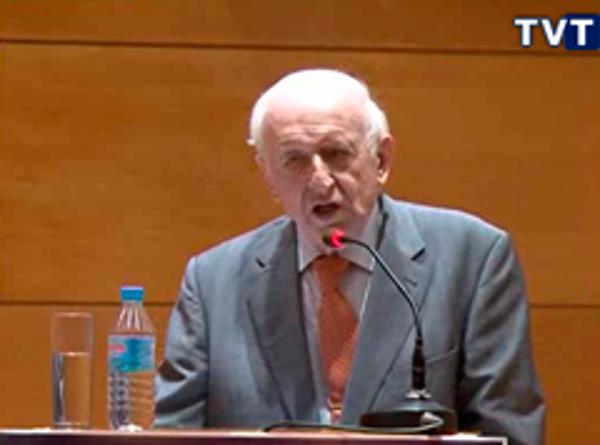 Leopoldo Abadía apadrina la distribución de vehículos eléctricos de la franquicia Abat