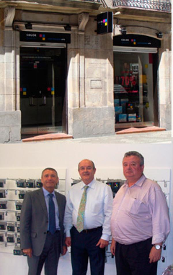 La delegación de la franquicia Color Plus en Vitoria inaugura su tienda