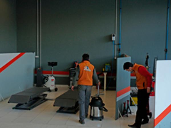 La franquicia Repara Tu Vehículo inaugura su sexto taller en Granada