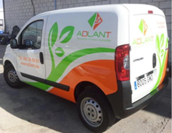 La franquicia Adlant Sevilla estrena rótulos en su furgoneta