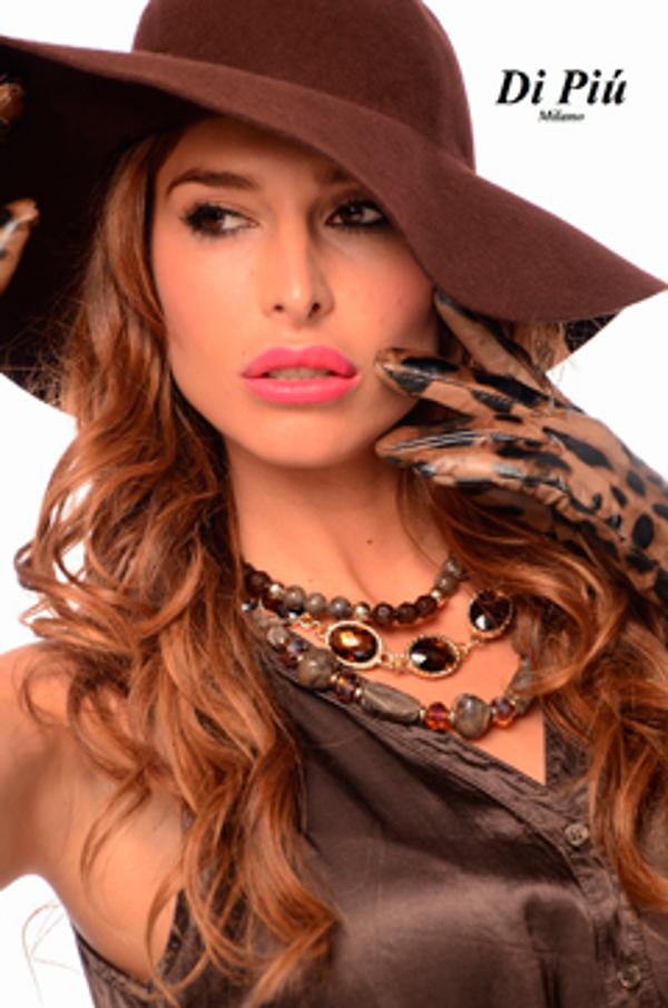 Elena Valencia posa para la nueva colección de las franquicias Di Piú Milano