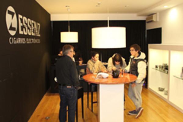 La franquicia Essenz se consolida como la mayor cadena española de e-cig en 2013