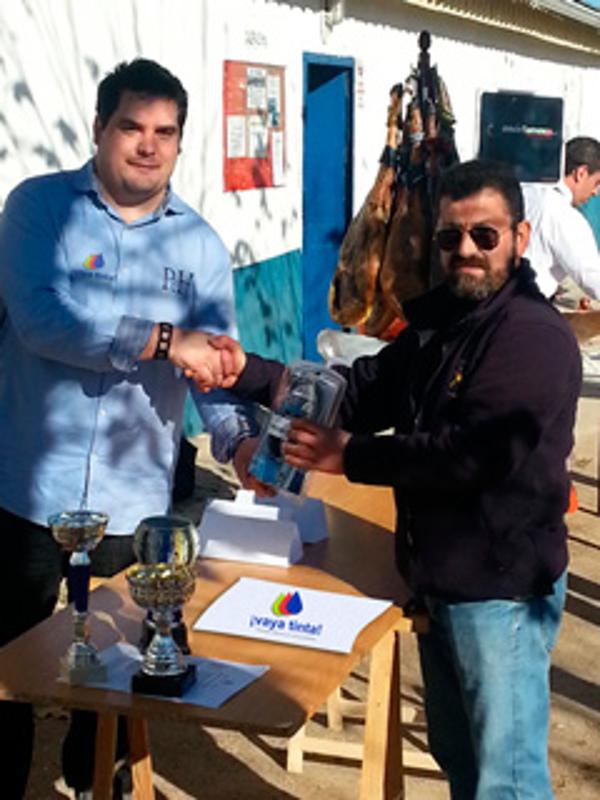 La franquicia presente Vaya Tinta en la entrega de trofeos del campo de tiro de Toledo
