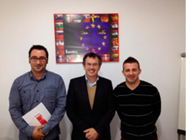 El coordinador para Europa de Berolina Schriftbild visita la central de la franquicia en Valencia