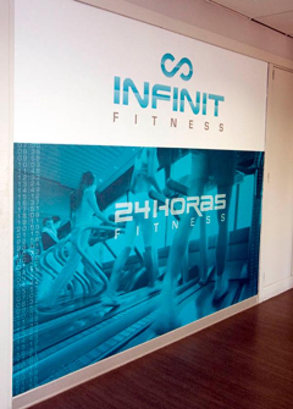 La franquicia Infinit Fitness acude a la Caja Mágica de Madrid durante el I Torneo de Pádel Birdigan