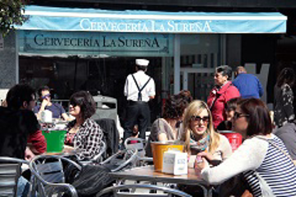 La red de franquicias La Sureña y sus cubos llegan a Torrevieja