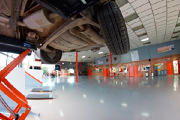 Repara Tu Vehículo presenta la mecánica de autoservicio de sus franquicias en Expofranquicia