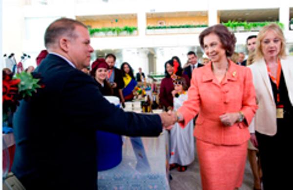 La Reina saluda a directivos de la red de franquicias Refan