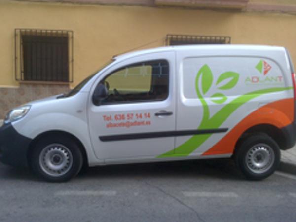 La franquicia Adlant Albacete estrena rótulo en su vehículo de trabajo
