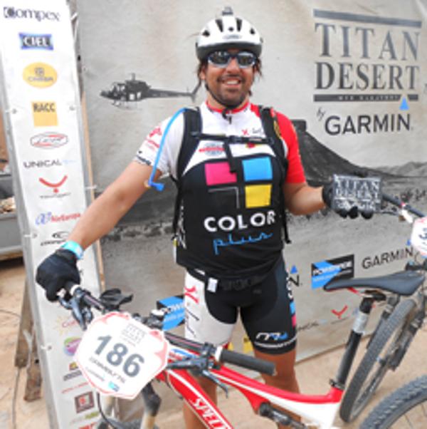 Jesús Manuel Reyes, participante de Titan Desert 2014, patrozinado por las franquicias Color Plus