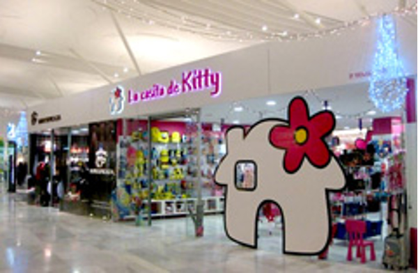 La central de las franquicias La Casita de Kitty habla con una de sus franquiciadas
