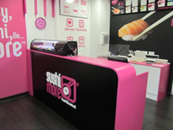 La franquicia Sushimore acerca el sushi a los centros comerciales de San Pedro de Alcántara y Zaragoza