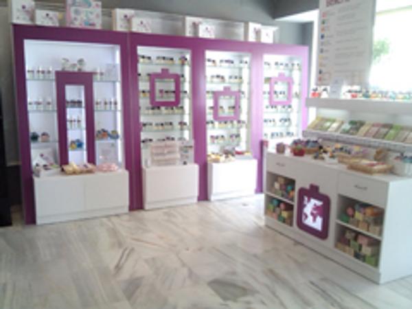 MaxDream abre su primera franquicia de perfumería en Nerja
