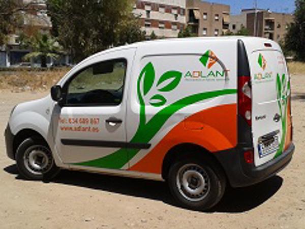Adlant, franquicia de Córdoba estrena rotulación en su vehículo de trabajo