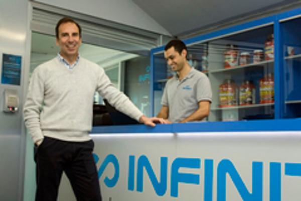 La franquicia Infinit Fitness cuenta con casi 3.000 socios en su red de gimnasios 'de conveniencia'