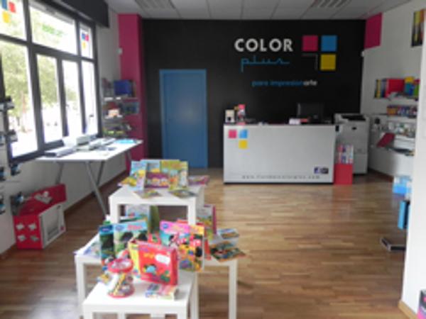 Color Plus abre las puertas de una nueva franquicia en Carballo