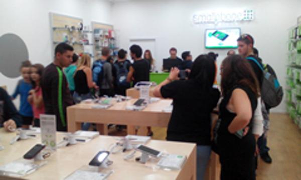 Smallphone inaugura su nueva franquicia en el Centro comercial Albacenter de Albacete