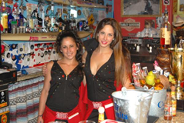 Las camareras de la franquicia Barba Rossa se visten de Elvis