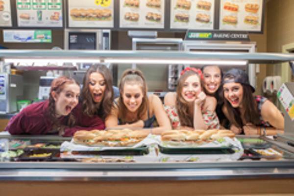 La franquicia Subway presenta el grupo musical Cimorelli a sus fans en su primera visita a España