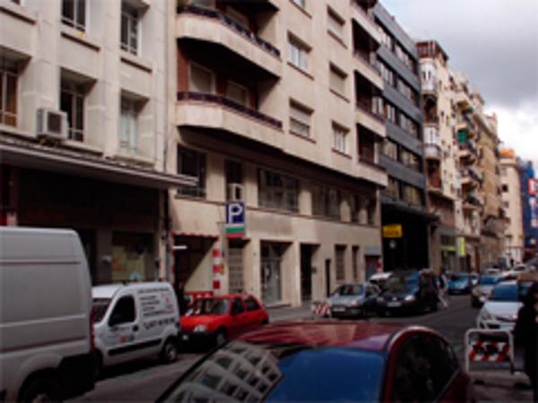 La franquicia Re/Max Acción participa en el alquiler de un local para supermercados Hiber en Madrid