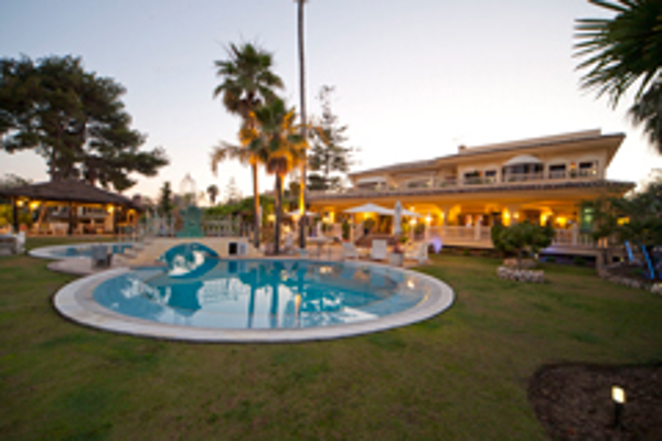 La franquicia Re/max Top comercializa la espectacular mansión Villa La Ricana