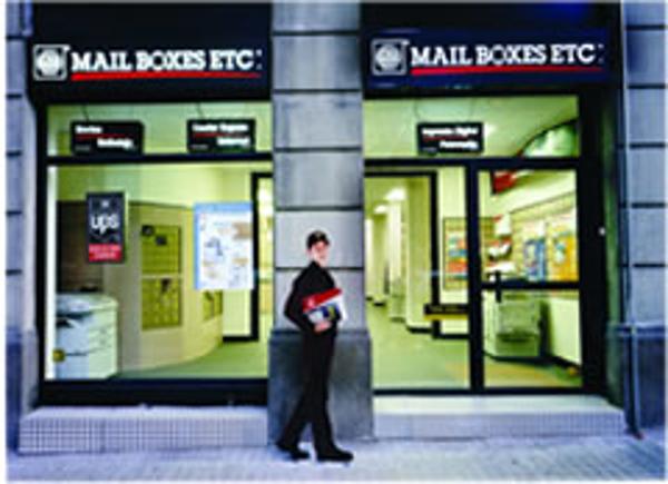 La cadena de franquicias Mail Boxes Etc. hace entrega de un coche Mini One