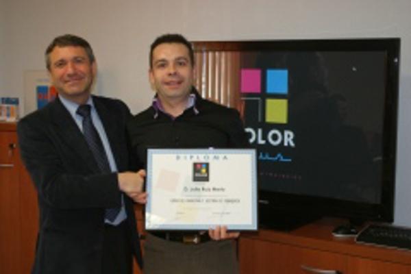 Obtención de certificados de la franquicia Color Plus Zaragoza Gran Vía