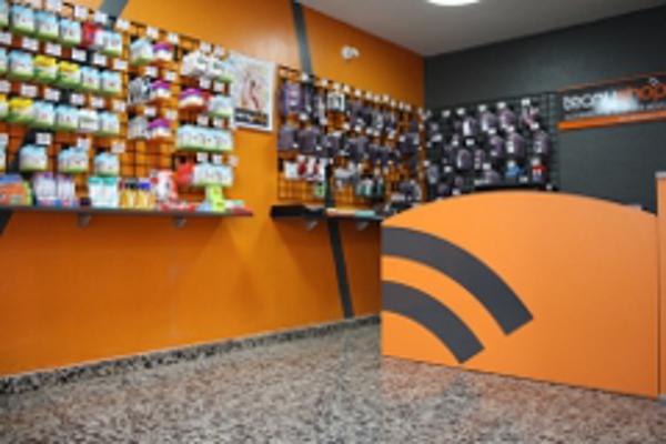 Tecnyshop la franquicia de Real Color pisa fuerte en España