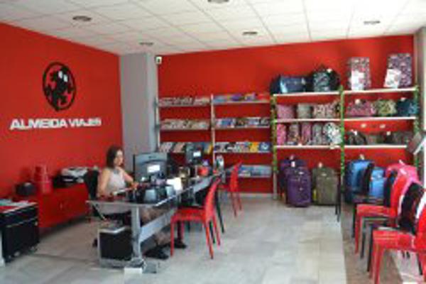 La franquicia Almeida Viajes reinventa las agencias