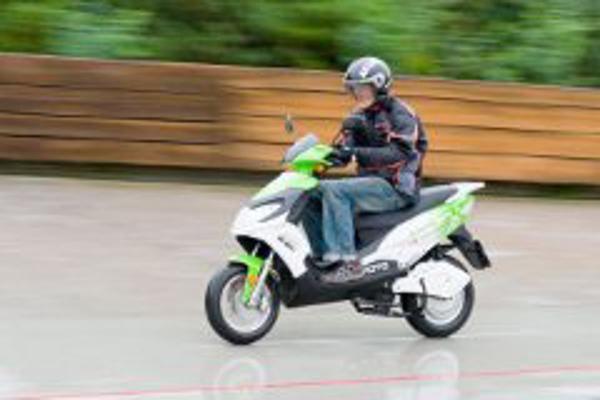 La franquicia Abat bate el record de distancia recorrida en 24h por una  moto el�ctrica