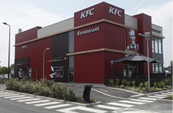 El primer restaurante-chalet de la franquicia KFC en la Comunidad de Madrid