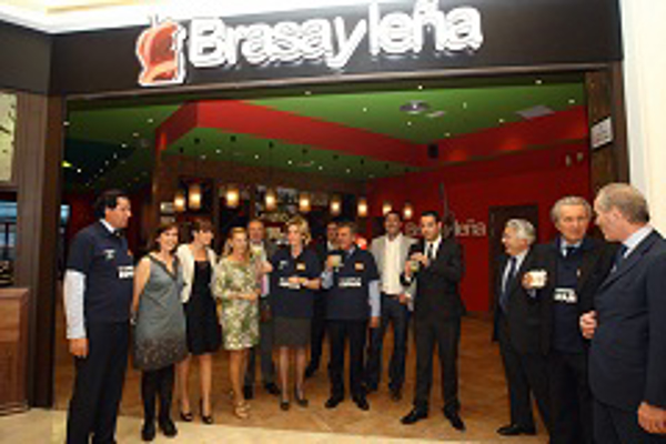 Esperanza Aguirre visitó la nueva franquicia de Brasayleña
