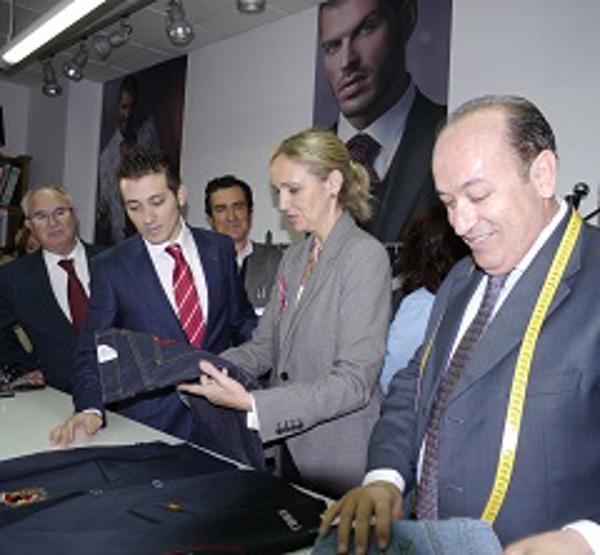 La Consejera de Empleo y Economía de Castilla-La Mancha, visitó el taller de las franquicias Félix Ramiro