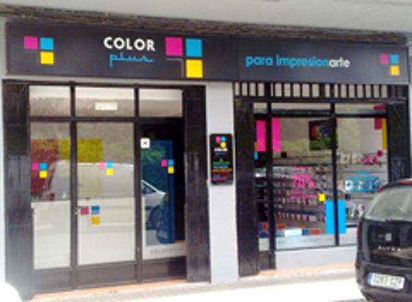Se inaugura en Jaca una franquicia Color Plus
